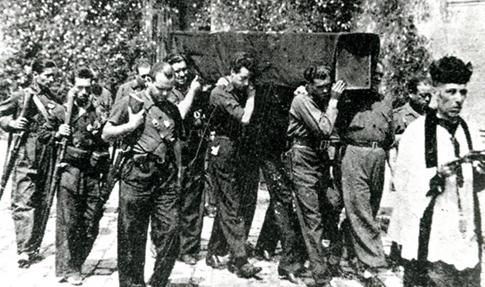 falangistas en un entierro de un camarada de Falange Española