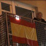 Teresa Agullo, la mujer que proyecta el holograma de la Cruz de los Caídos de Callosa desde el balcón de su casa