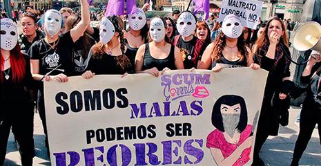Las feministas en una manifestación contra los hombres pagado con dinero público