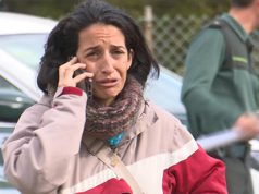 la madre del pequeño asesinado hablando por teléfono con la Guardia Civil