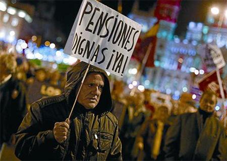 manifestación de jubilados protestando por unas pensiones dignas en Madrid