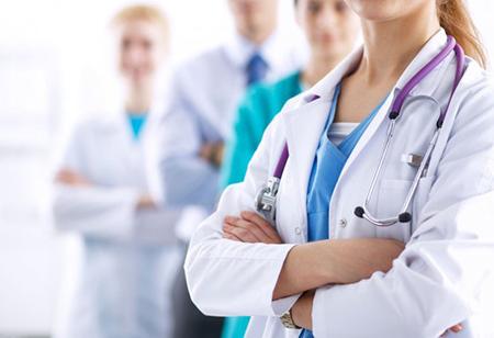 ¿Puede una mala persona ser un buen médico? médicos y enfermeros en el hospital