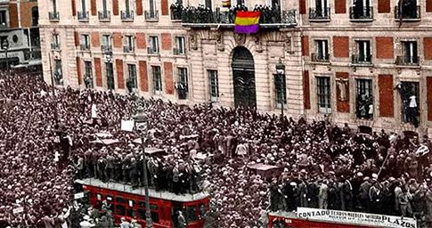 Imagen a color de la proclamación de la Segunda República Española