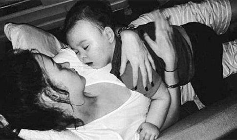 Alfie se aferra a la vida junto a su madre