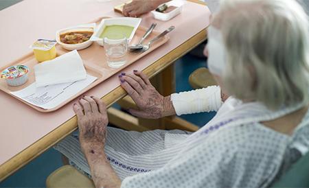 ancianos abandonados por sus familias en hospitales