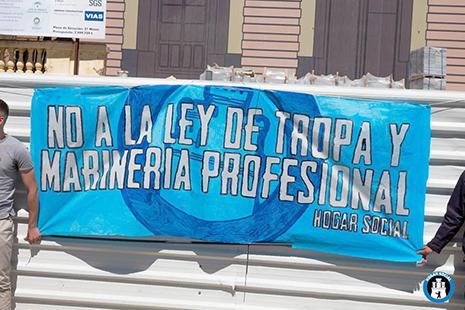 Pancarta Hogar Social sobre la Ley de Tropa y Marinería