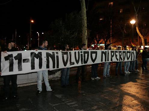 """Asociación Iberia Cruor pancarta 11 - M """"ni olvido ni perdón"""""""