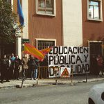 """Iberia Cruor pancarta """"Educación pública y de calidad"""""""