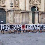"""Pancarta de la Asociación Iberia Cruor """"Terroristas no Bienvenidos"""""""