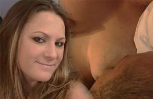 Jennifer Mulford da de mamar a su novio de 36 años
