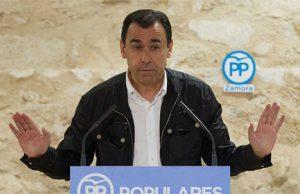 Fernando Martínez Maíllo del Partido Popular en una rueda de prensa