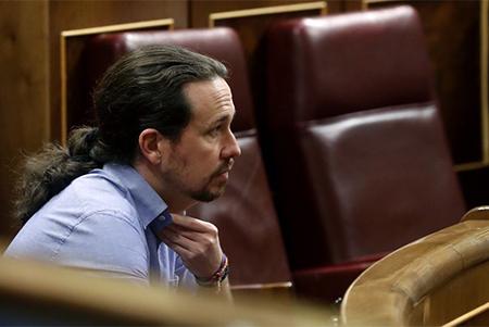 Pablo Iglesias sentado en su escaño en el Congreso de los Diputados