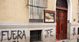 Pintadas en la sede Vasca de Madrid