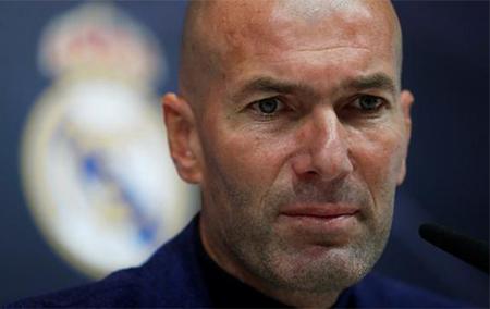 Zinedine Zidane en una rueda de prensa para dimitir como entrenador del Real Madrid