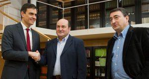 Pedro Sanchez junto a los líderes del PNV