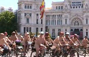 Desnudos en la Gran Vía de Madrid para pedir la seguridad de los ciclistas