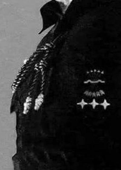Distintivos de mando de Falange Española en la camisa azul de Jose Antonio Primo de Rivera