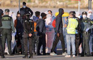 inmigrantes del barco aquarius llegando a Valencia