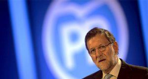 Mariano Rajoy y el logo del Partido Popular