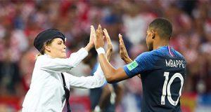 feminista radical entra en el campo en la final del mundial de Rusia 2018