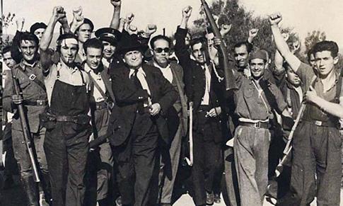 Indalecio Prieto y Largo Caballero con milicianos socialistas y comunistas