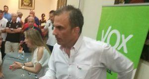 Javier Ortega Smith de VOX en Ceuta tras la invasión de inmigrantes atacando con cal viva