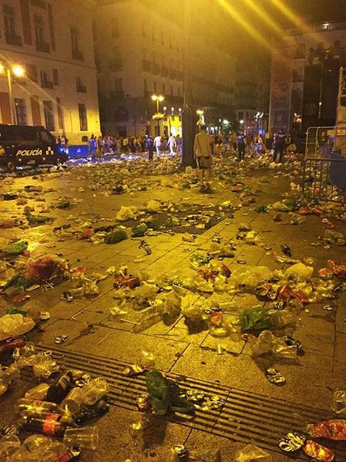 Suciedad y basura en el orgullo gay de Madrid