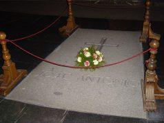 Tumba de José Antonio Primo de Rivera en el Valle de los Caídos