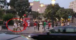 Un mantero agrede a un hombre en Barcelona por defender a una mujer