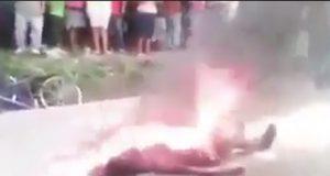 Musulmanes queman a una mujer cristiana por llevar pantalones cortos