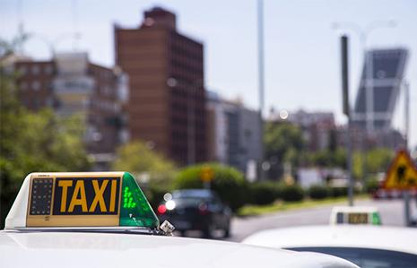 Taxi en Madrid en la parada de Castellana