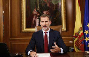 Felipe VI en su despacho en el Palacio de la Moncloa