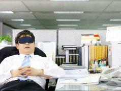 Funcionario vago en la oficina