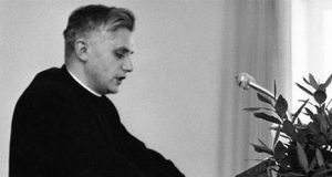 El Papa Josep Ratzinger dando un discurso