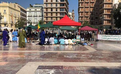 MILES DE VALENCIANOS INDIGNADOS DESPUES DE QUE RIBO HAYA PERMITIDO REZOS ISLAMICOS EN LA PLAZA DE LA VIRGEN