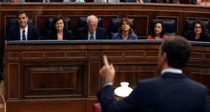 Pablo Casado en el Congreso de los Diputados frente a Pedro Sánchez
