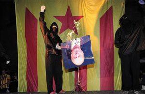 separatistas queman una imagen del Rey Juan Carlos junto a una bandera estelada