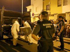 La Guardia Civil con el cuerpo de un hombre asesinado por su mujer