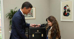 Pedro Sánchez e Irene de 9 años como Presidenta del Gobierno en La Moncloa