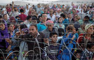 refugiados sirios pidiendo ayuda humanitaria