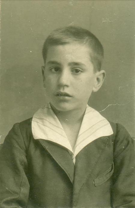 El falangista y Jefe del SEU, Alejandro Salazar, de niño en su juventud