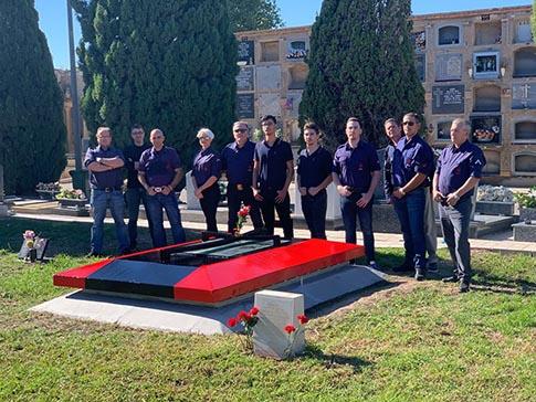 Falangistas de La Falange de Alicante tras la restauración de la fosa de Jose Antonio Primo de Rivera