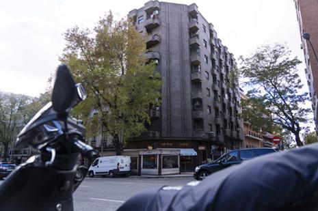 Edificio donde ha fallecido una mujer tras ser desahuciada en Madrid