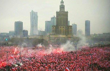 Patriotas polacos marchan en defensa de Europa en Varsovia