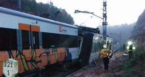 Tren descarrilado de cercanías en Barcelona