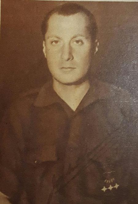 Jose Antonio Primo de Rivera con camisa azul de Falange Española