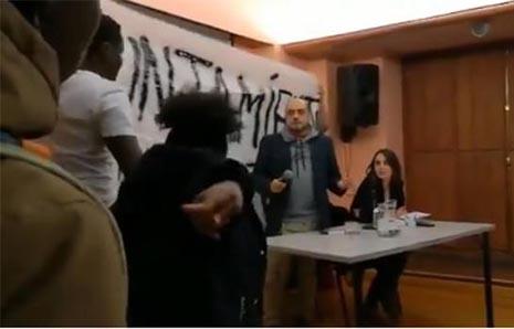 Rita Maestre recibe un escrache de los manteros