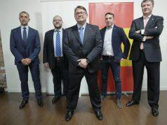 Miembros de la coalición ADÑ encabezados por Martín Ynestrillas