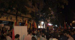 Concentración ADÑ en la sede del PSOE contra la profanación del Valle de los Caídos
